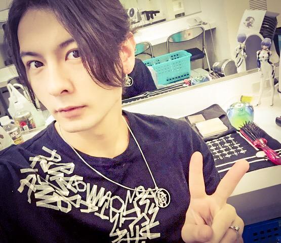 ゚з゚)ノおはモニ♪ 今日はアンの大阪公演! 朝からこちらのファンの方々などにあえて嬉しかった♪皆最高だー♪ 今日もギルバれます☆ 楽屋入りしました!! 牙ンバ狼絶♪ #fujitaray #dustz