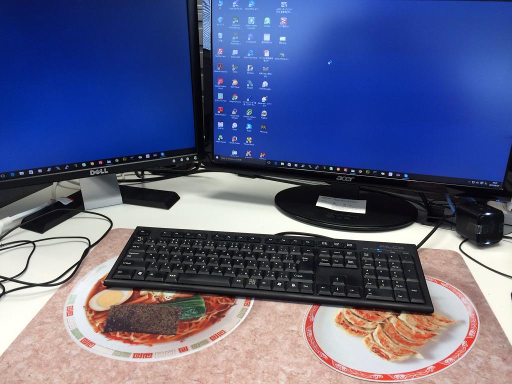 誰か絵を描いてくれる人いないですかねぇ? RT @necoya_corp: タップさんの新作マットを会社の机に引いてみた‥。  触り心地はすべすべで、滑り止めもしっかりしてるから良い感じなんだけどもっ。絵がっ。 http://t.co/YlYIeYcGKd