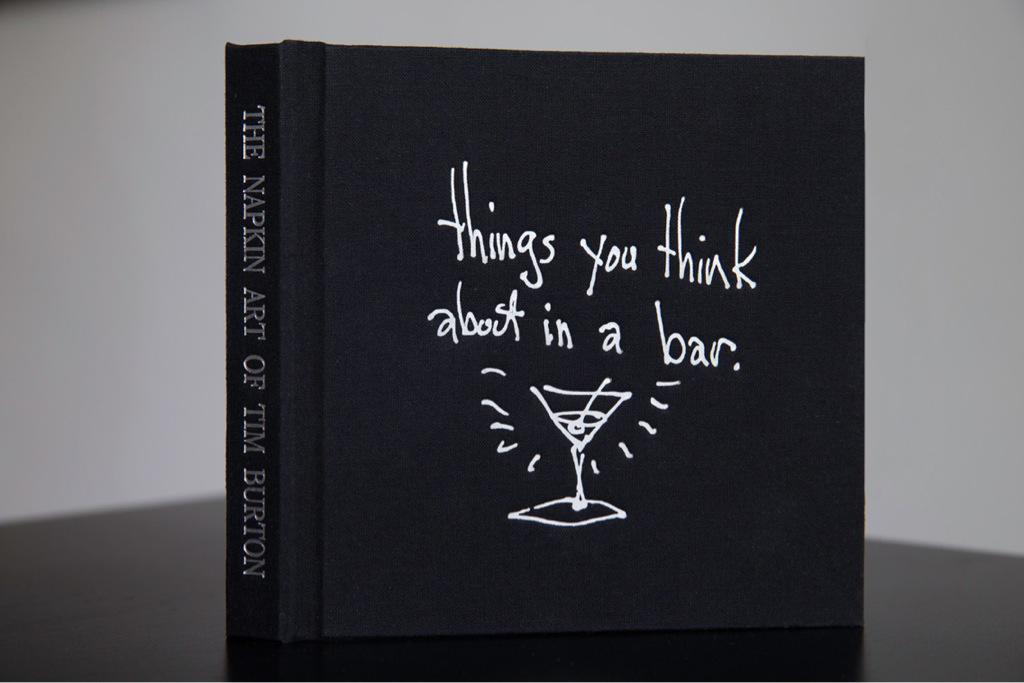 【祝】今日8月25日はティム・バートンの57歳の誕生日です! 現在、監督はファンタジー小説『ハヤブサが守る家』の映画化となる最新作の仕上げの真っ最中。また、画集第2弾『ザ・ナプキンアート・オブ・ティム・バートン』は年内発売予定です。