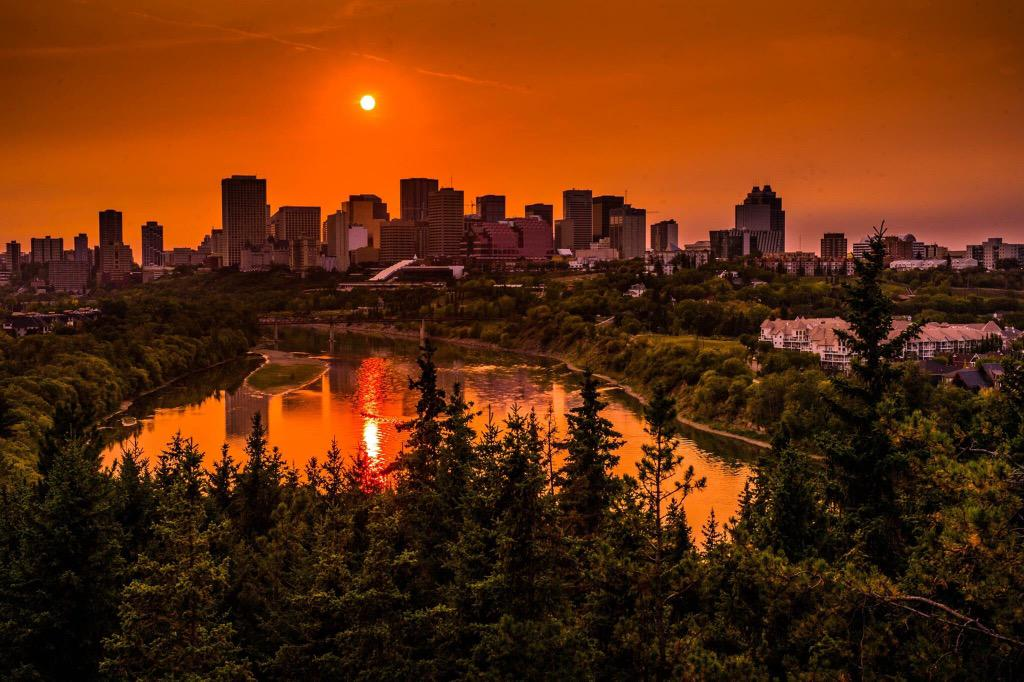 My friend Al Girard took a stunning 'forest fire smoke enhanced' sunset photo of Edmonton tonight. Great shot Al. http://t.co/kaBRhUe8mN