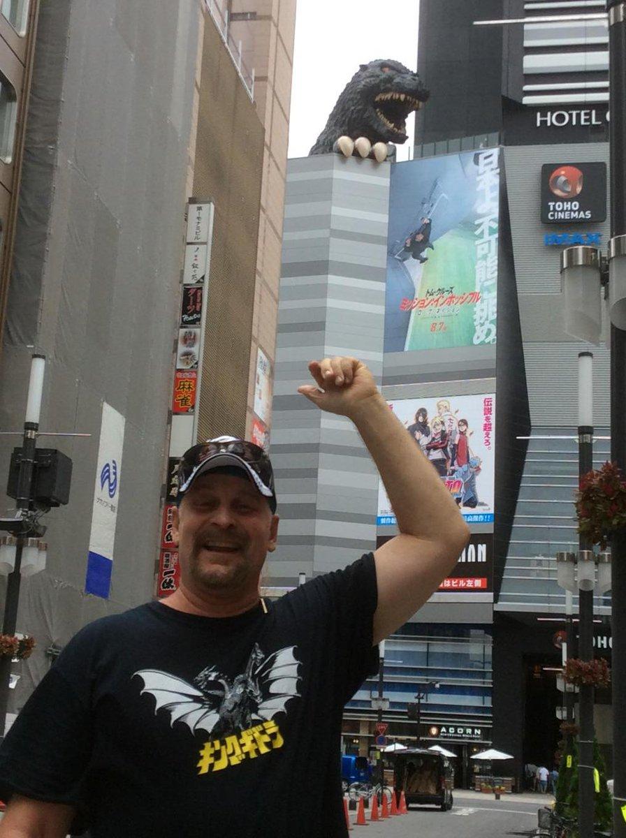 ゴジラ/ガメラのオーケストラコンサート(シカゴ)で、すごくお世話になったスコットと新宿で会った‼︎ 彼は元エンジェルス(大リーグ)とホークスのピッチャー! 今は運動の研究、アメリカと日本のビジネスの架け橋、音楽やラジオのDJなど忙しい http://t.co/cb5sSPENZA
