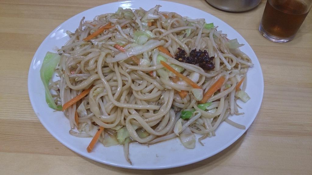 本郷のハンド・プルド・ヌードルで念願の炒麺を。コシの強い中華系手延べ麺とたっぷりの野菜が美味しい。注文が入るとその場で麺を打ってくれる貴重な店なんだけど、客が少なくてピンチらしいので、興味ある人は行けるうちに行っといて! http://t.co/J2DiQeFGjv