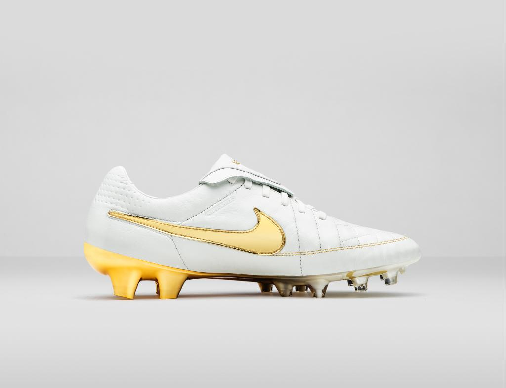 Nike to release limited edition Tiempo  Touch of Gold  Ronaldinho-inspired  boot 502138e3c