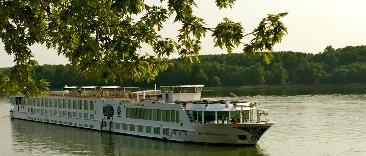 HOW did I tour #EasternEurope? In the most relaxing way possible aboard the elegant River Princess. #UniworldExplore http://t.co/Dqlrnxdffn