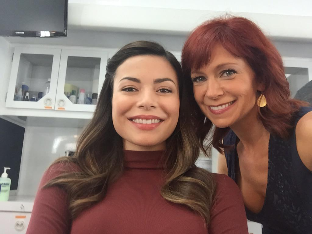 It's show time!! #crowded @MirandaCosgrove #mirandacosgrove #myTVdaughter @NBCCrowded http://t.co/37b4tsJbsW