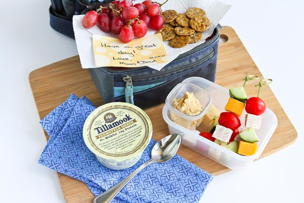 Working w/ @TillamookCheese to #DeJunkTheLunchbox w/easy skewers! More ideas: http://t.co/7NSLuJ4h0Q #DairyDoneRight http://t.co/zeCMWY3F38