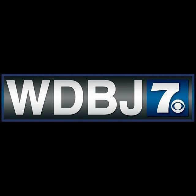 When news people say we're a family - were not exaggerating. Everyone who works in TV is mourning. #WeStandWithWDBJ http://t.co/oHXVBUnnzs