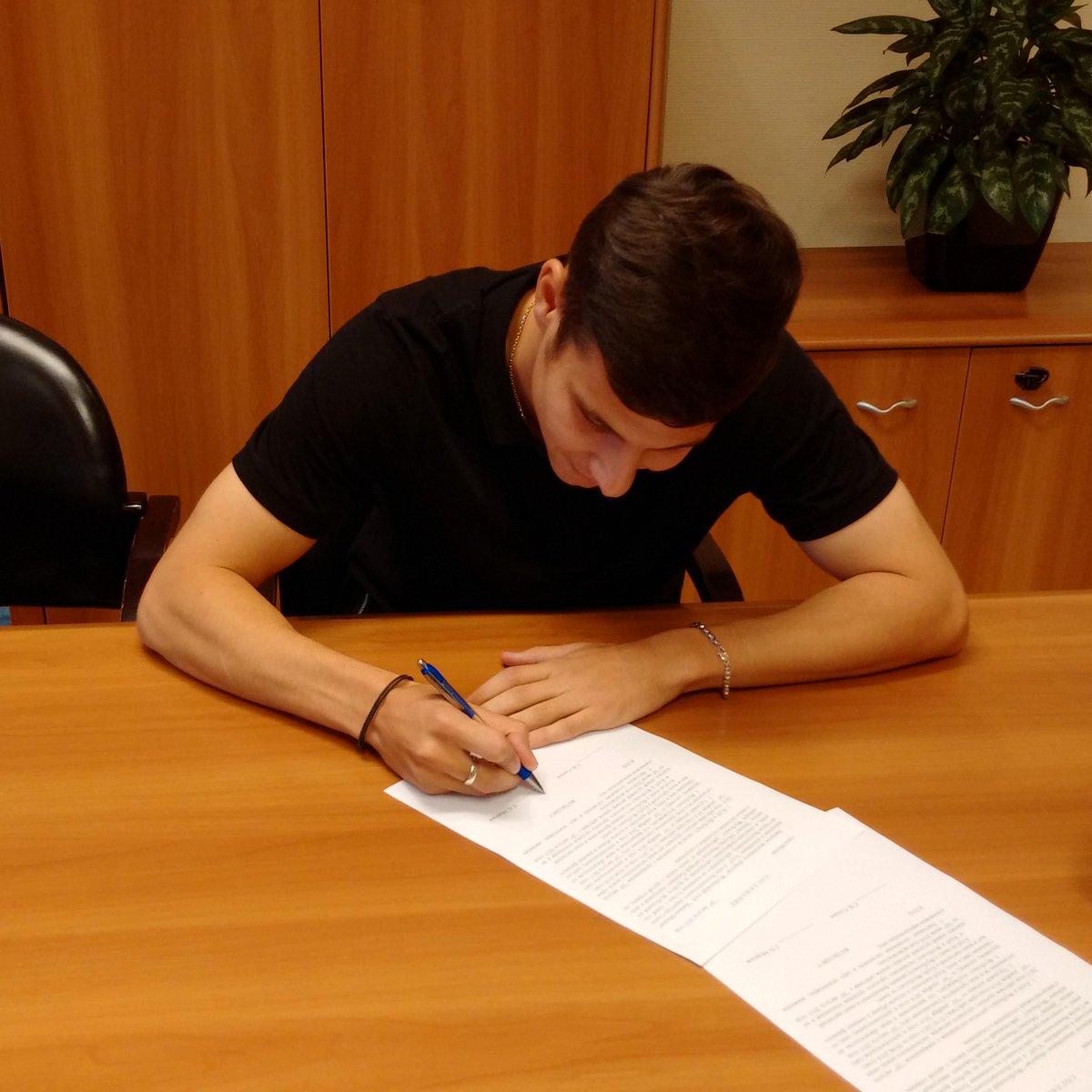 Морозов продлил контракт с «Динамо»
