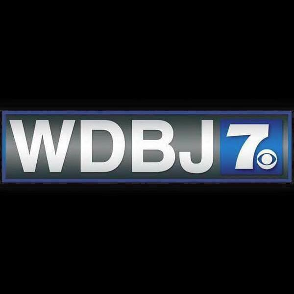 Our thoughts are with @WDBJ7 as our colleagues process the loss of two respected journalists. #WeStandWithWDBJ http://t.co/pRLyDsgXMG