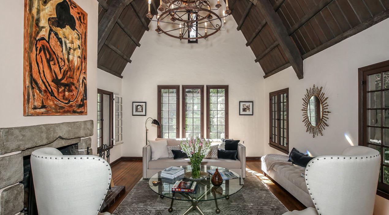 Gossip VIP: per Dita Von Teese nuova casa a Los Feliz in stile Tudor