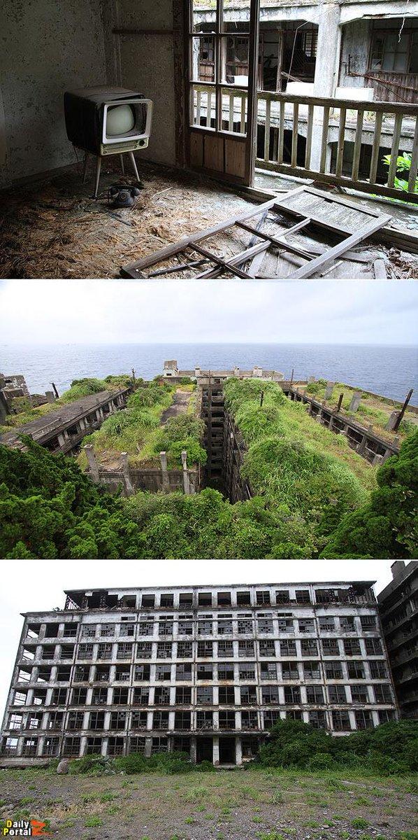 傑作選)長崎県の軍艦島を探索できるツアーに参加した。居住エリアの巨大団地や屋上保育園、病院などをガイドの方に案内してもらい安全に見学できたがすごい廃墟だった。 #dpz