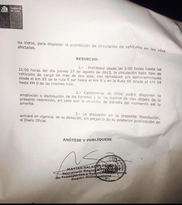 Impresentable!!! Aquí esta circular del Gob. q prohíbe circular camiones x Santiago JUSTO hoy!! #CamionerosALaMoneda http://t.co/McdWnbdZln
