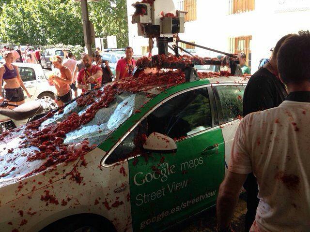 STREET VIEW Une voiture Google Street View fait les frais de la Tomatina CNZJI24WEAEYBgs