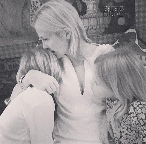 #KellyRutherford shares adorable snaps with kids hours before her custody hearing in Monaco http://t.co/KZsbSEqOIT http://t.co/ZKrfrErixt