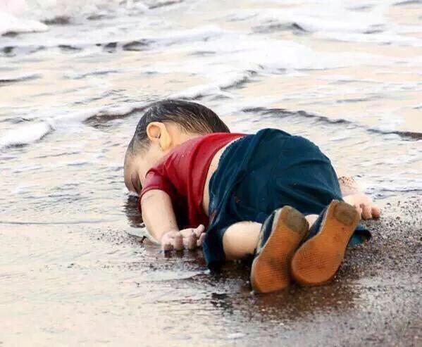La humanidad ha demostrado ser la especie más destructiva en el mundo .. #AylanKurdi Paren ya por favor!!! http://t.co/pGauoNrva8