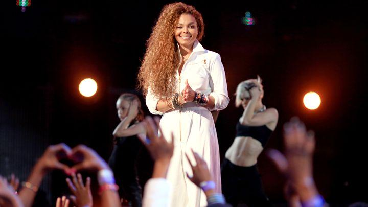 RT @RollingStone: Janet Jackson unveils 'Unbreakable' track list, release date and album art http://t.co/RP0mXHh5J4 http://t.co/2JCJdK2N7O