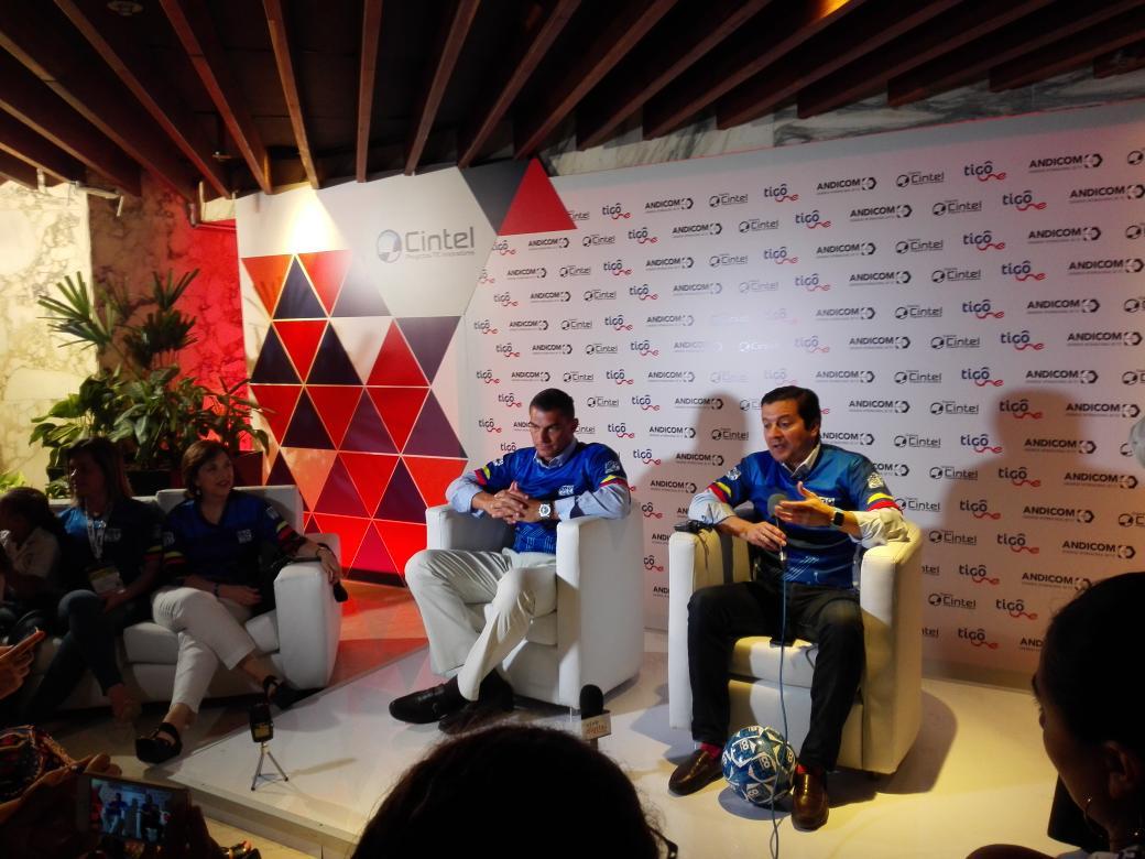 Empresarios TI de Colombia se unen para vender a Colombia en el exterior #SelecciónTI. @lunadavid y @FarydMondragon http://t.co/JEVd63YSoC