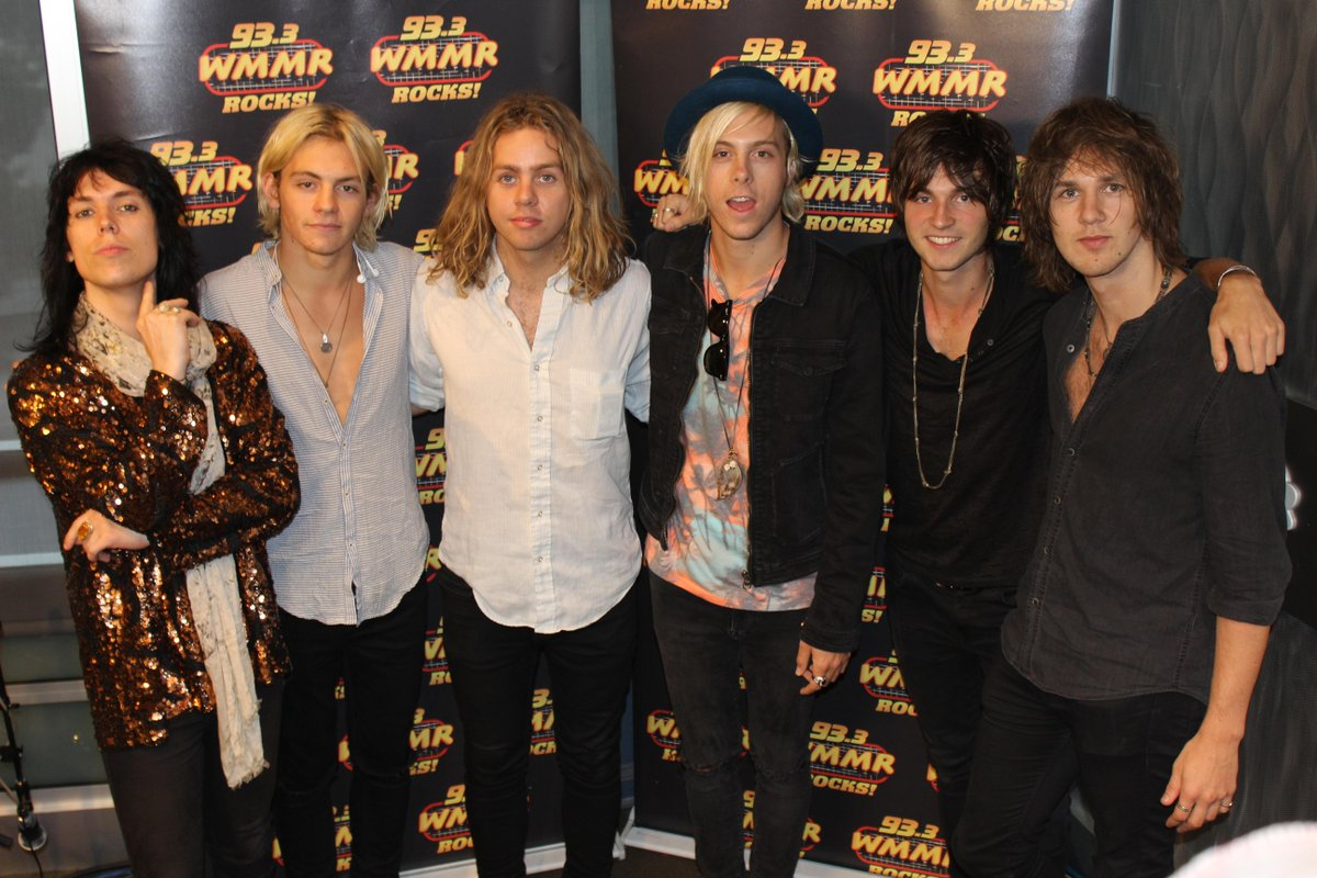 Fun morning spent with @TheStruts & @officialR5! Listen to the interviews & performances here http://t.co/ag4vEu0qzV http://t.co/bgDvGwDW80