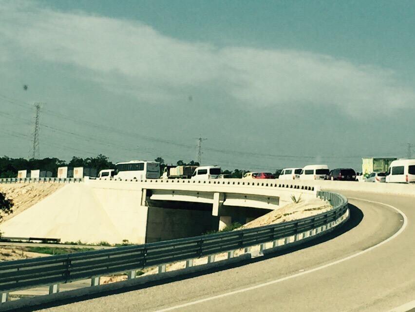 La ruta por Novo Xcan también está saturada, tomen su tiempo. http://t.co/GMWJ4PUUiC