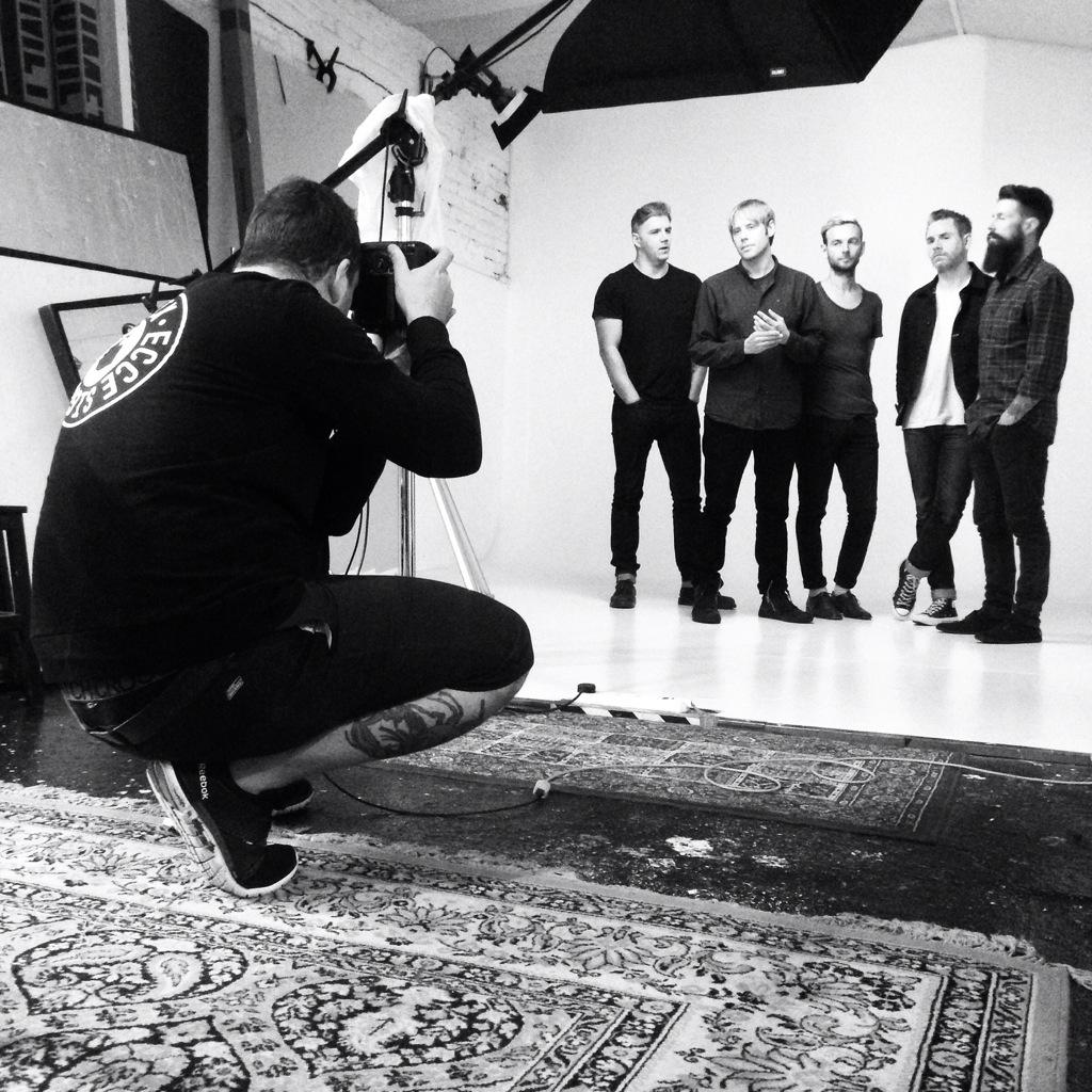 Back with the men in London! @nodevotionband photo shoot going down w/ @tombarnesphoto ❤️#nodevotion http://t.co/shu8ZRCSoH