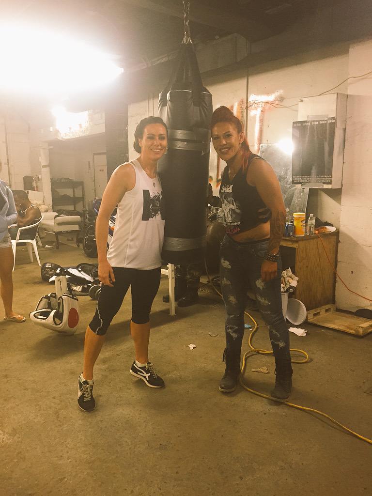 behind the scenes b4 we #fight #onset w/ #WorldChampion @criscyborg #peopleschamp #fightvalley #film we❤️ #spraytans http://t.co/6XwjNcSmAz
