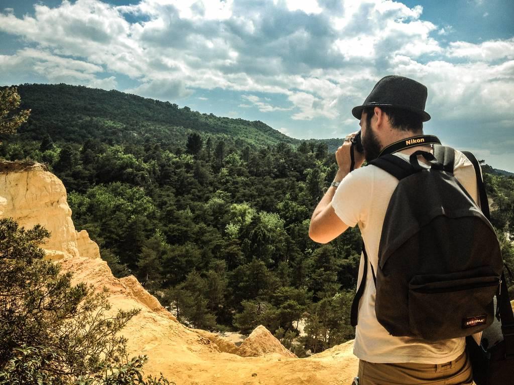 Il miglior lavoro del mondo: viaggiare e fare il turista a 2000 euro al mese in Francia