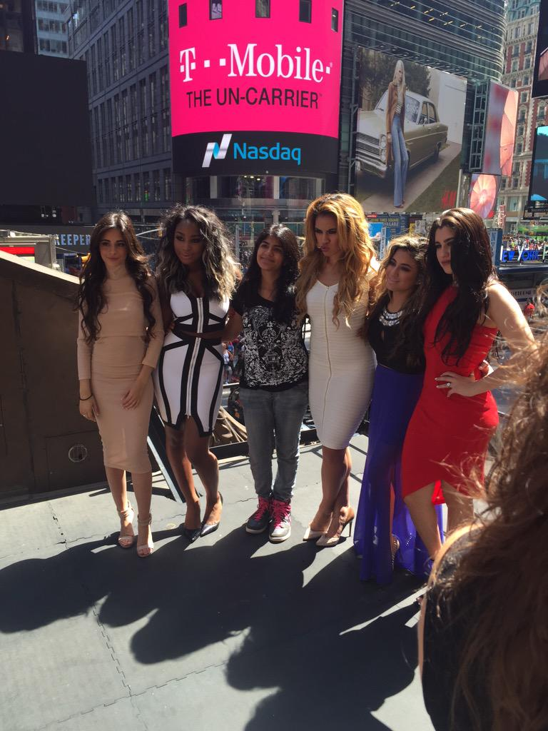 Just a few more minutes til #5HMonsterVideo! Tune in on #Periscope for the premiere at 1:30pm ET #FirstViewLive