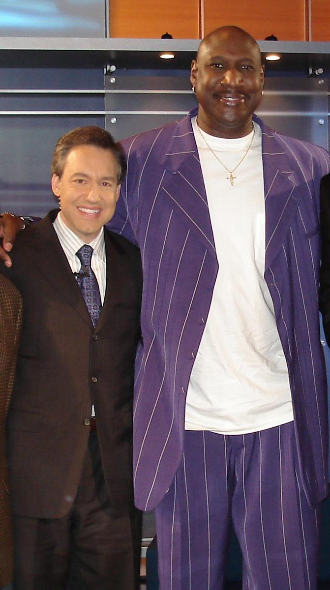 Saddened to hear of the passing of Darryl Dawkins.  He was an NBA original, a trailblazer, and a gentle giant. RIP. http://t.co/YbiwuFEbAY
