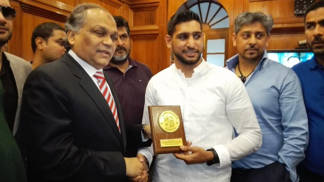 RT @iqra_me: @AmirKingKhan met with commissioner Karachi, hope to see some boxing academies in #khi #boxer http://t.co/ZtnDCrVONb
