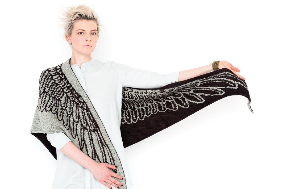 This shawl from Tania Richter in the latest @vogueknitting is amazing. Time to get the double knitting mojo going. http://t.co/2eoHEzrBAa
