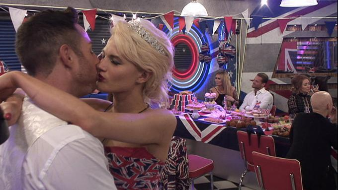 Morning! Here's the lowdown on all of tonight's #CBB action in our new #CBBbriefing: http://t.co/ce2N294HpX http://t.co/ZSZhUVgHww