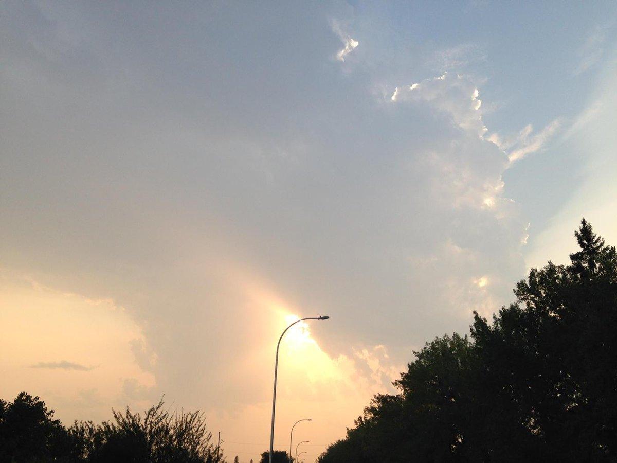 Evening sky #yqr. #saskedchat http://t.co/QnfkO4yDlX