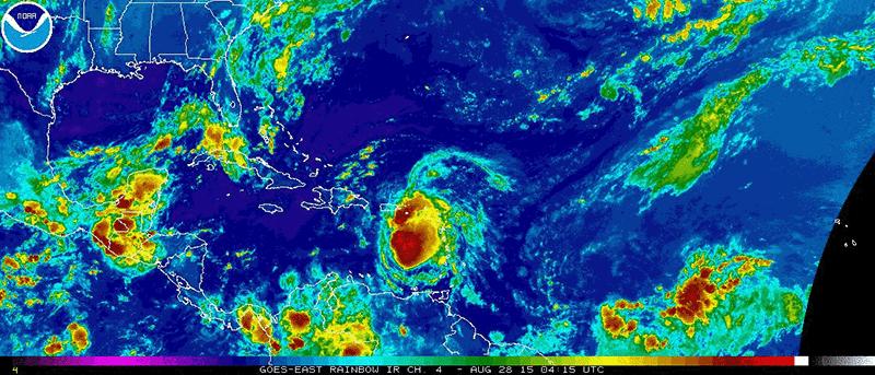 28/08 #ERIKA continue sa progréssion à l'E-SE de la République dominicaine, la menace se confirme pour cette nuit. http://t.co/e6RhFzQSPE