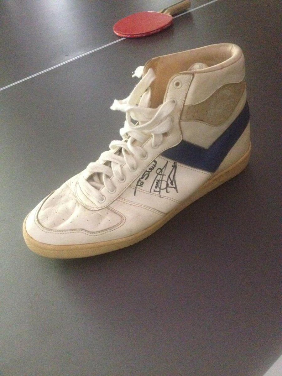 Icymi Darryl Dawkins gameworn circa 86. His were stolen b4 game, I took him to shoe store for these City Wings! RIP. http://t.co/iQRvON3P8x