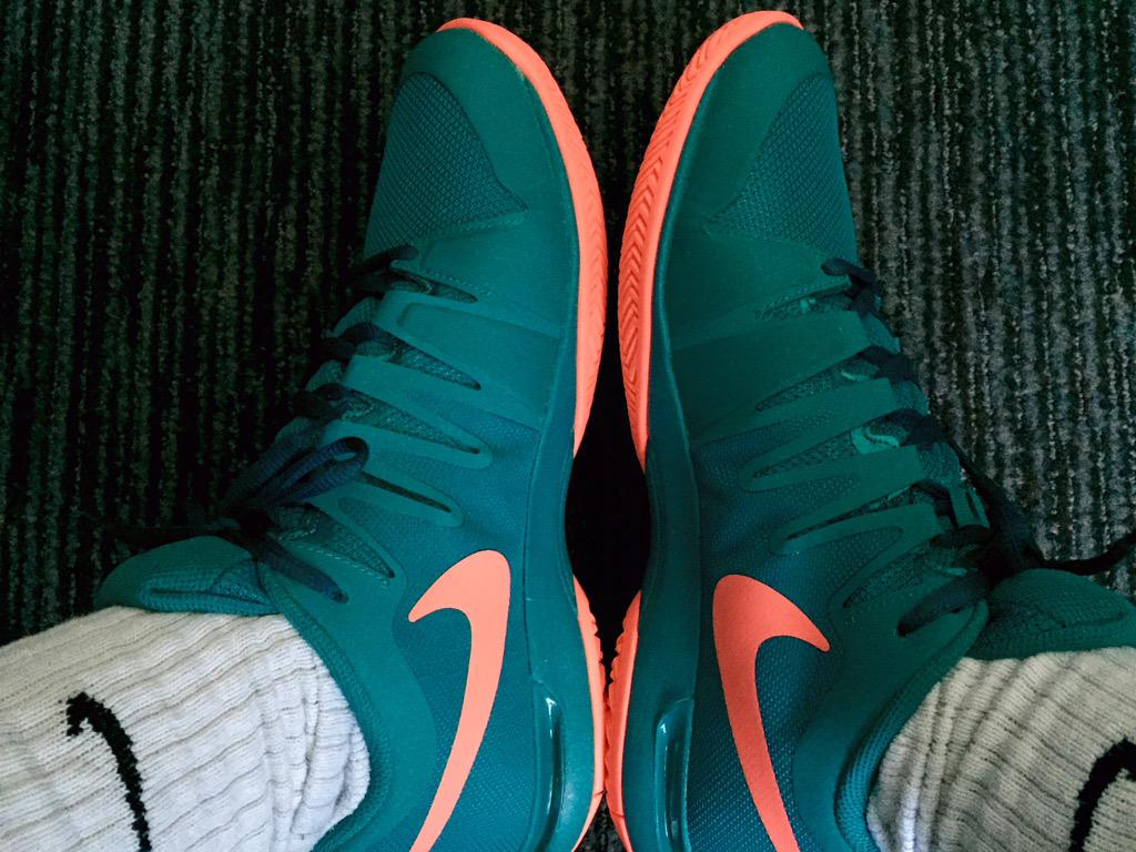 3d06335c76f0 Nike Zoom Vapor 9.5 LG.  RogerFederer s shoes for the 2015  USOpen --   http   federerfan07.com 2015 08 25 roger-federer-2015-us-open-nike-outfit  …