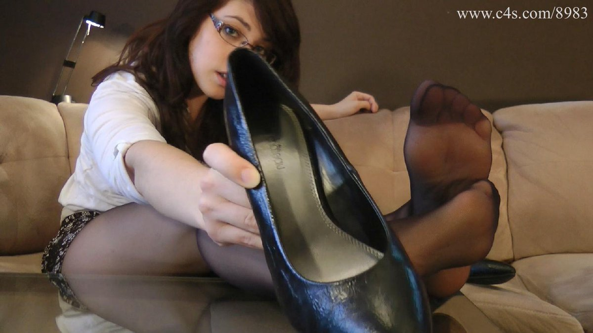 cuban-whores-forced-pantyhose-sniffing