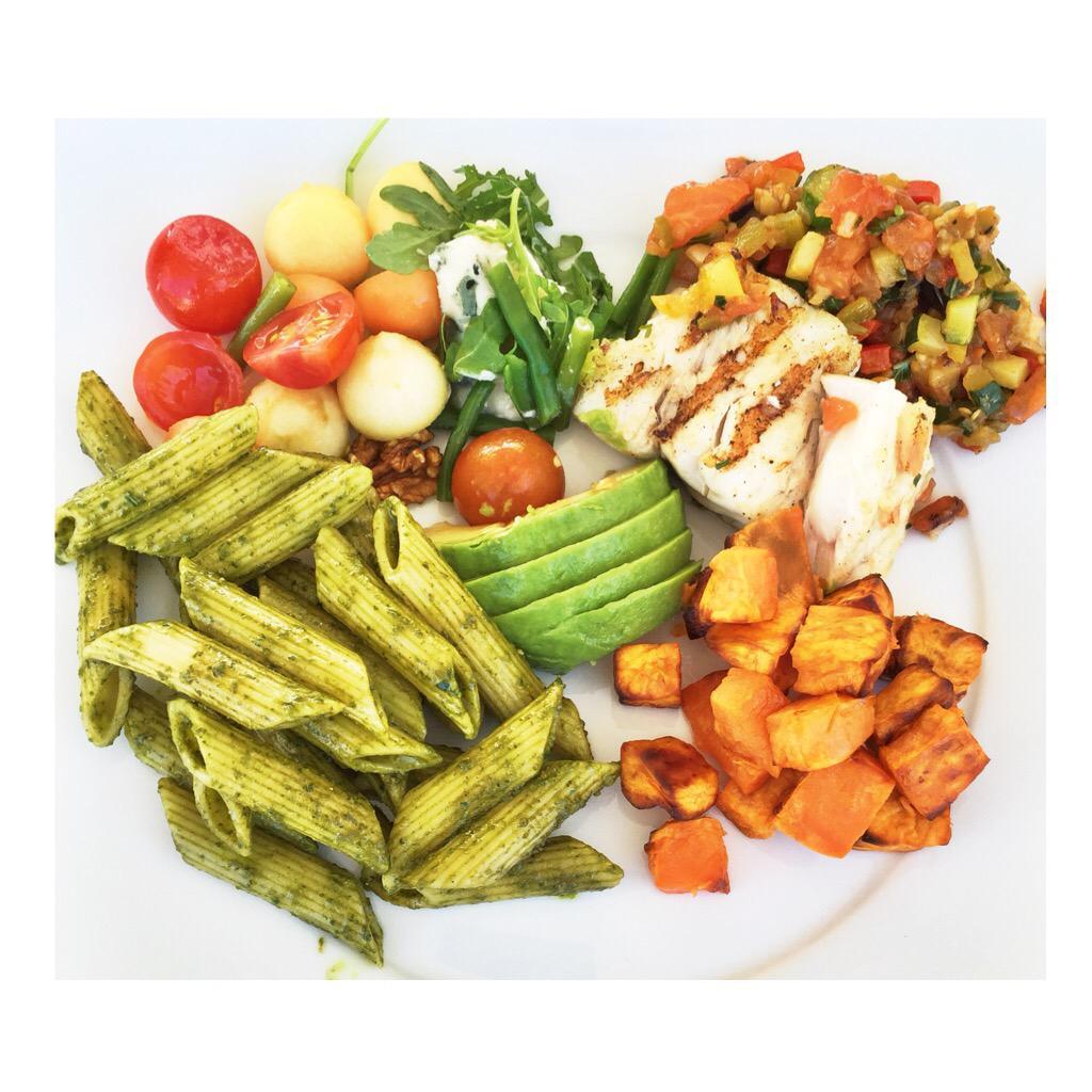 Healthy lunch!! https://t.co/wSONb6RQvV http://t.co/YVw52NtT0i