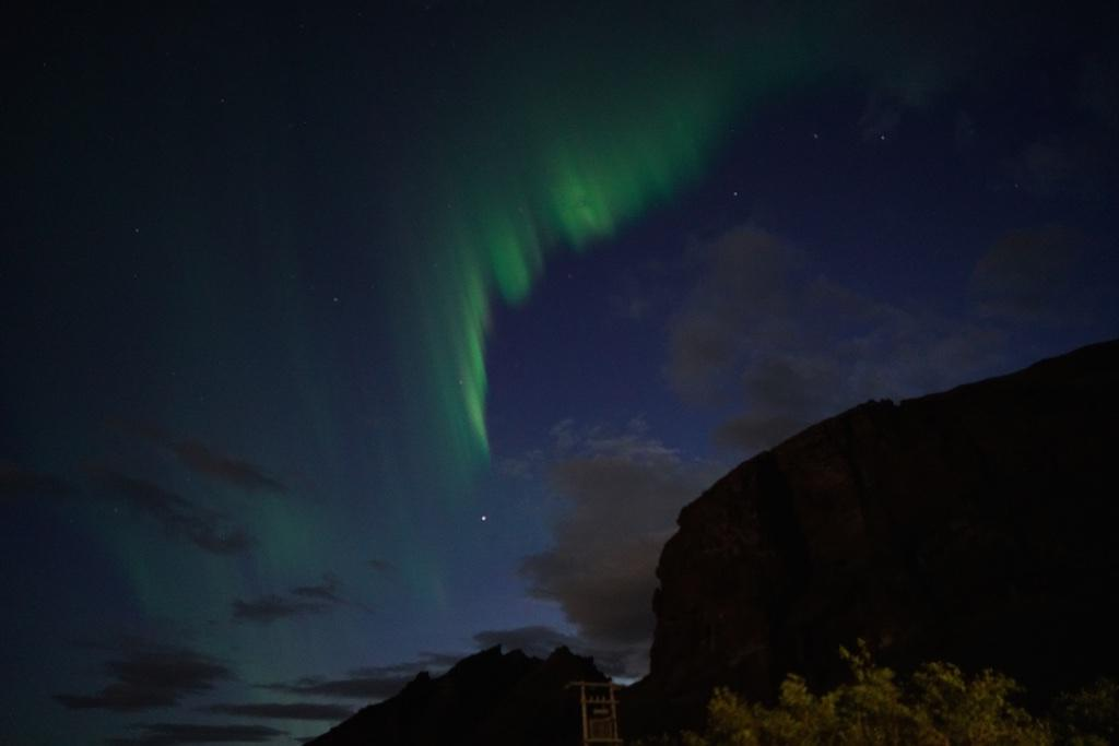 More aurora in Iceland this evening http://t.co/ZO6o2Tb8AW