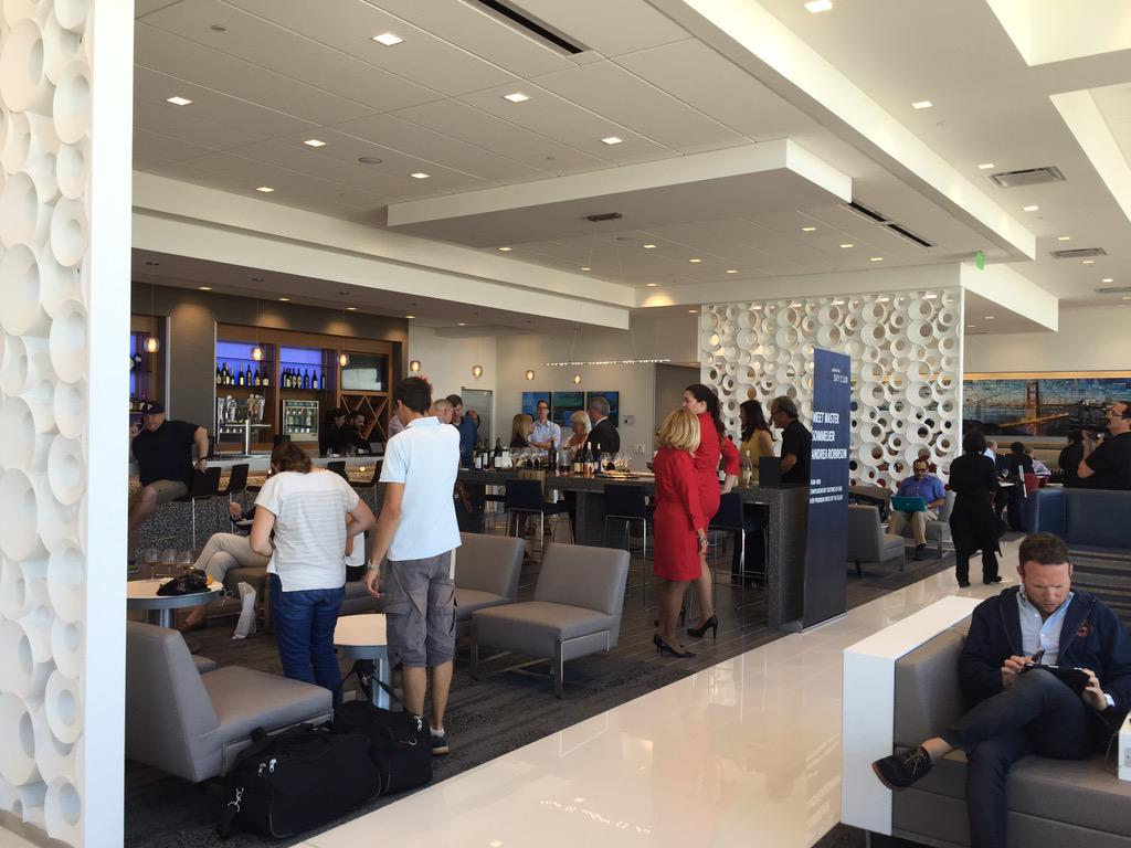 New delta lounge just opened at sfo & it's amazing! and met