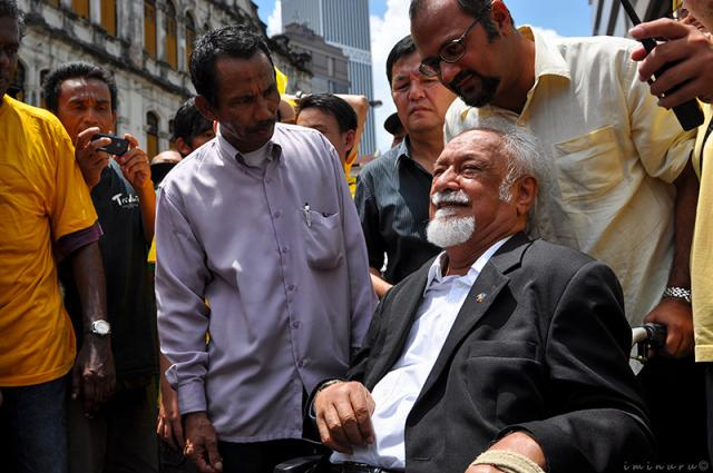 With Mr Karpal Singh at the last Bersih rally. The spirit of the Tiger is with us today! #Bersih4 http://t.co/XIzSXHLOYA