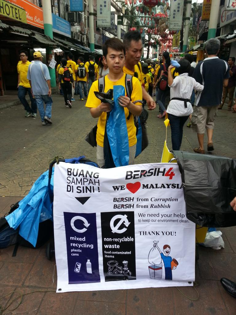 @bersih2 keeping both our politics and streets clean... #BersihRally #Bersih4 http://t.co/DG5SOv8zJL