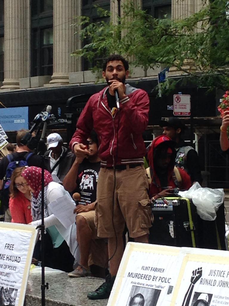 Jason performing #ChiRisingAug29 #StopPoliceCrime http://t.co/jZcRdxn8mW