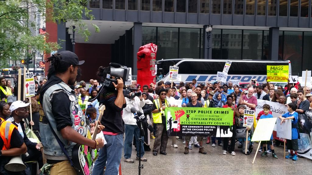 More musical performances at #StopPoliceCrimes Chicago #BlackLivesMatter http://t.co/h45EoRWJXL
