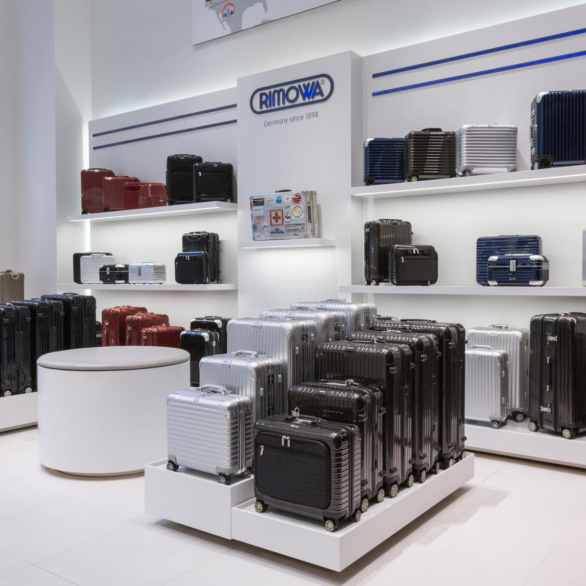 rimowa manhattan