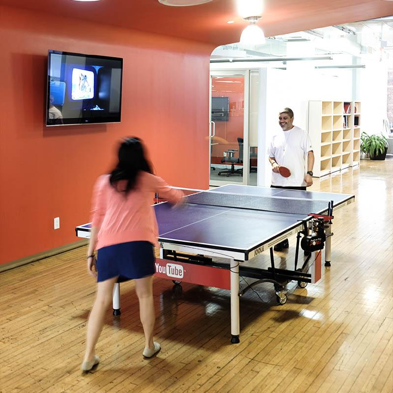 One way to unwind in the #PublicisNewYork office (Photo by @belanyc) #publicis #PublicisRoars http://t.co/TlLccgQ8Ac