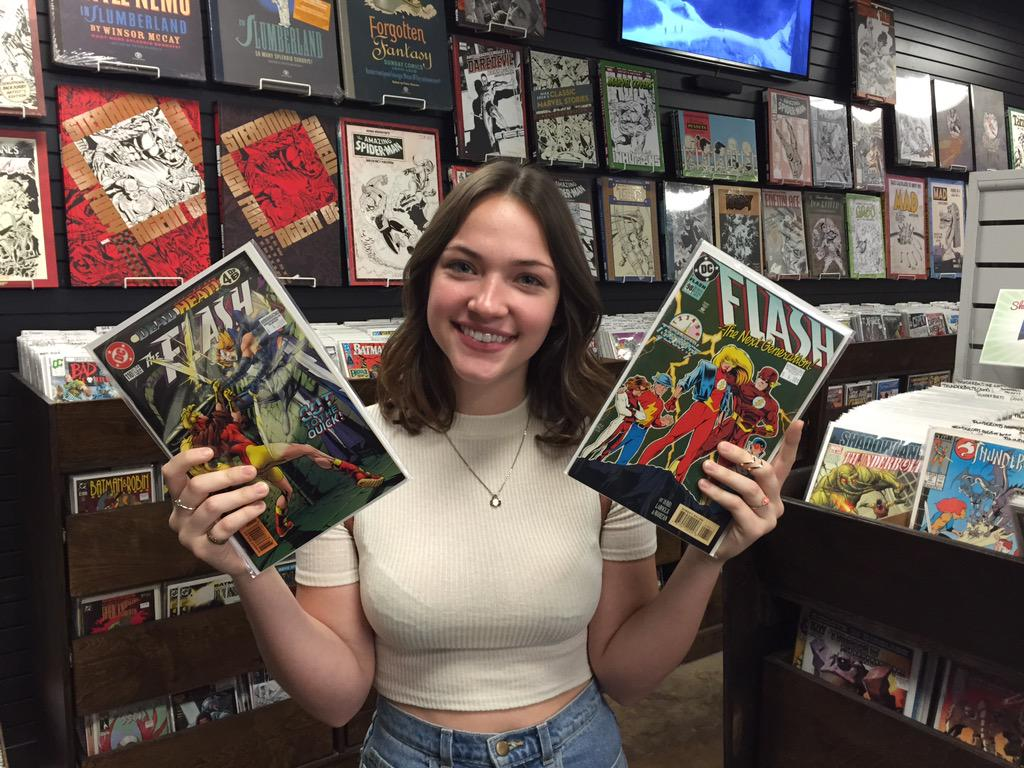 It's @violettbeane, stopping by for comics to prepare for her just-announced role as Jesse Quick on @CW_TheFlash! http://t.co/17oj1XiEs0