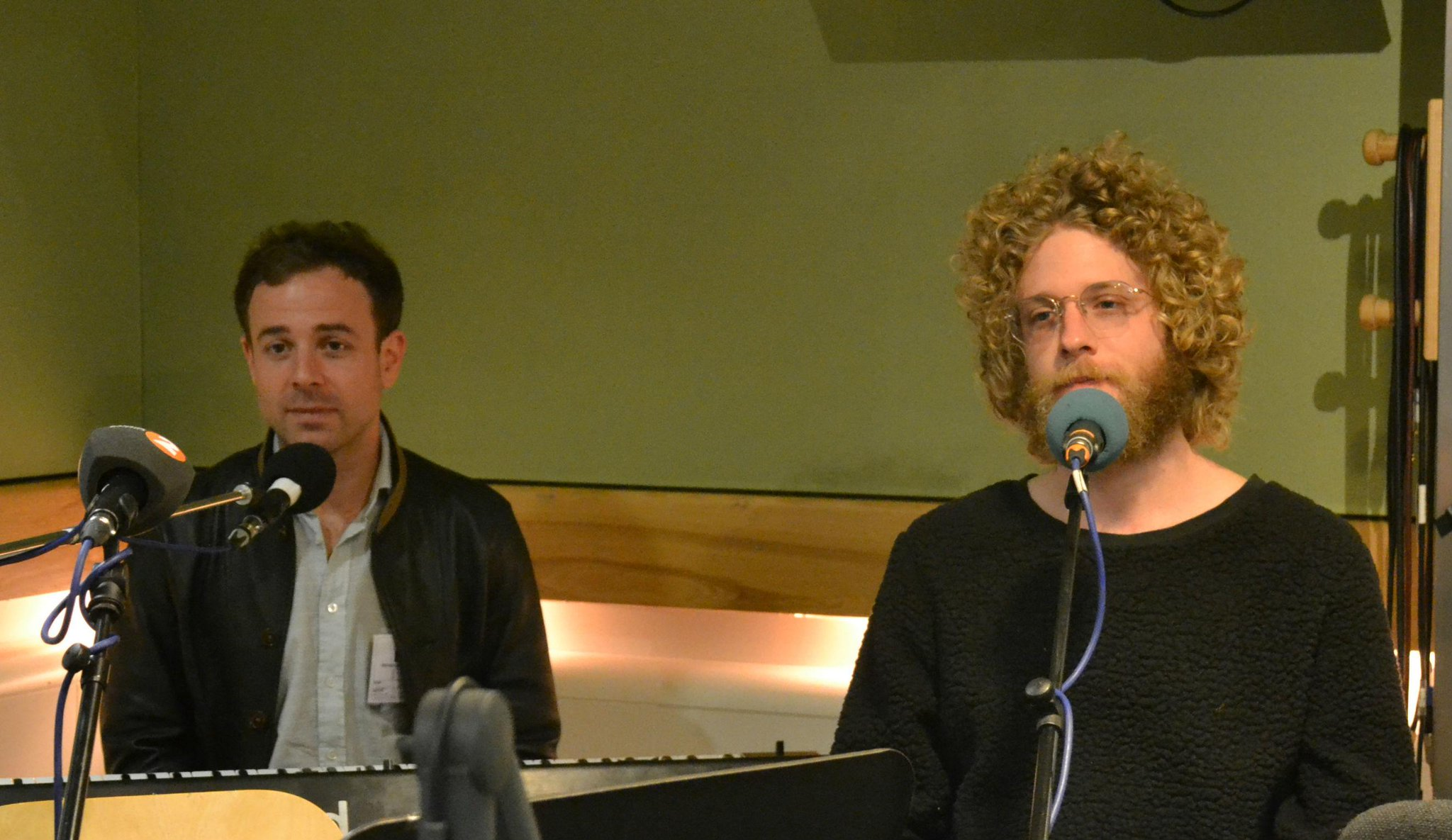 RT @BBCRadio2: The wonderful @dawestheband are LIVE in session RIGHT NOW http://t.co/95BtisNLQi http://t.co/DWdxKkd7U2