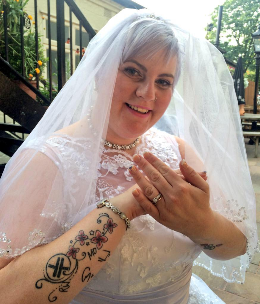 RT @PatriciaWalker5: @GaryBarlow This lucky bride has the tattoos to prove her love for all you boys so she deserved it that's dedication h…