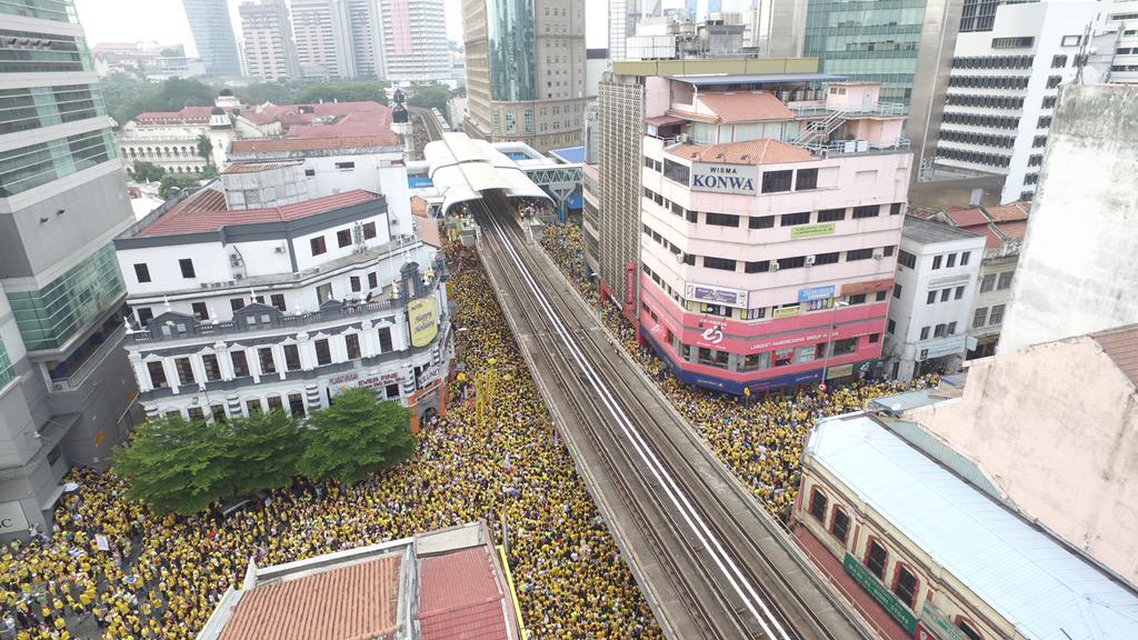 These drone shots of #bersih4 are epic http://t.co/cBa9GeUQ2E @saysdotcom http://t.co/2XXYchjOEY