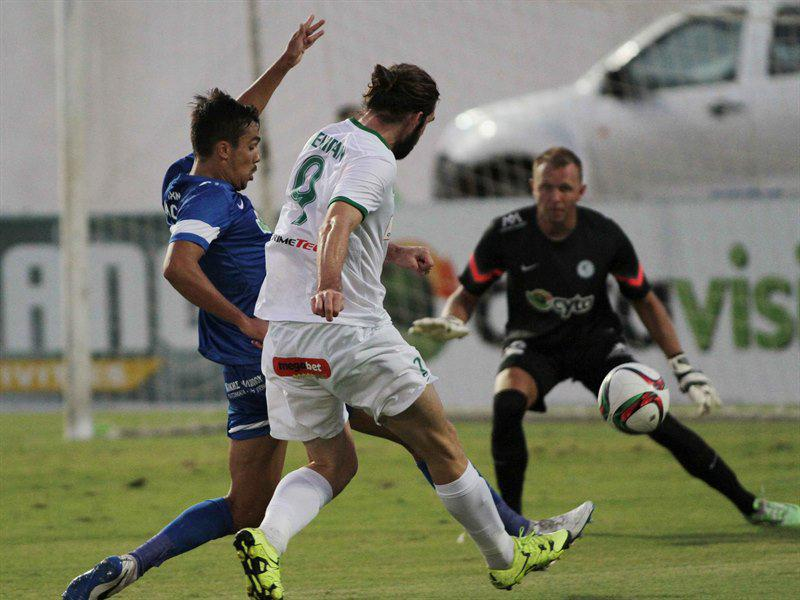 Bogatinov focuses on the ball
